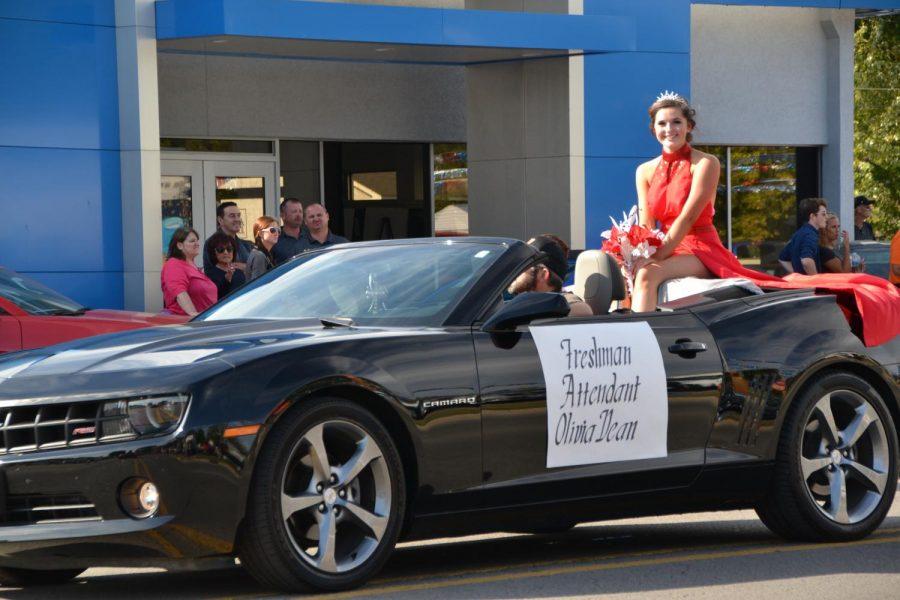 Freshman Attendant, Olivia Dean, smiles at the parade crowd.
