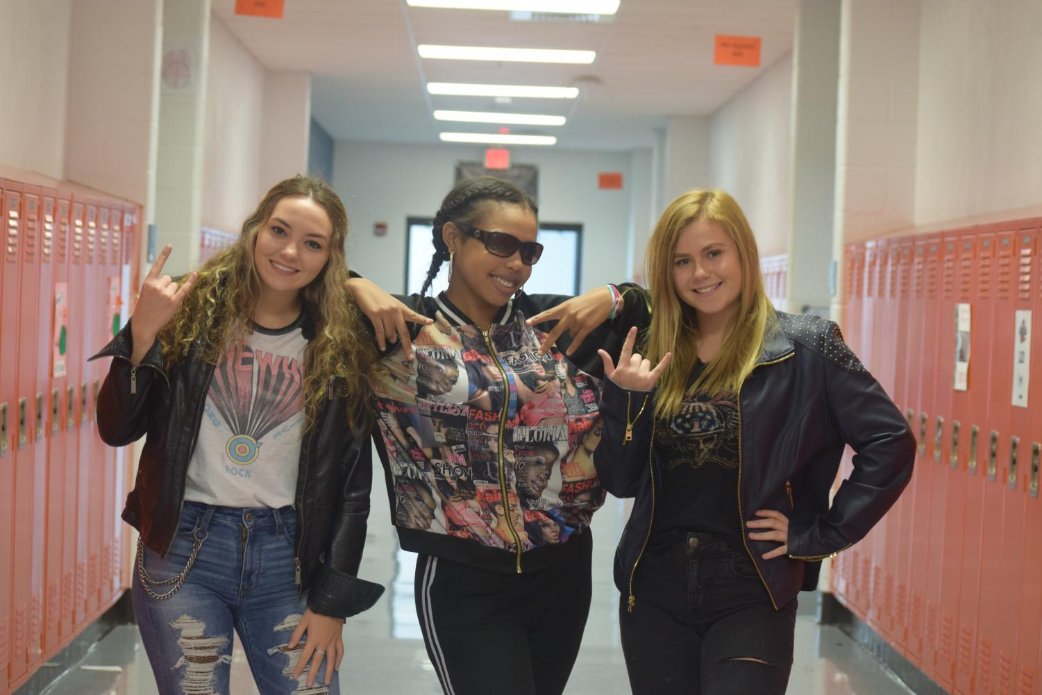 Juniors+pose+together+for+a+picture%2C+showing+their+homecoming+spirit.+