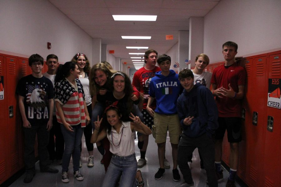 Seniors+pose%2C+showing+their+best+%27Merica+spirit.+