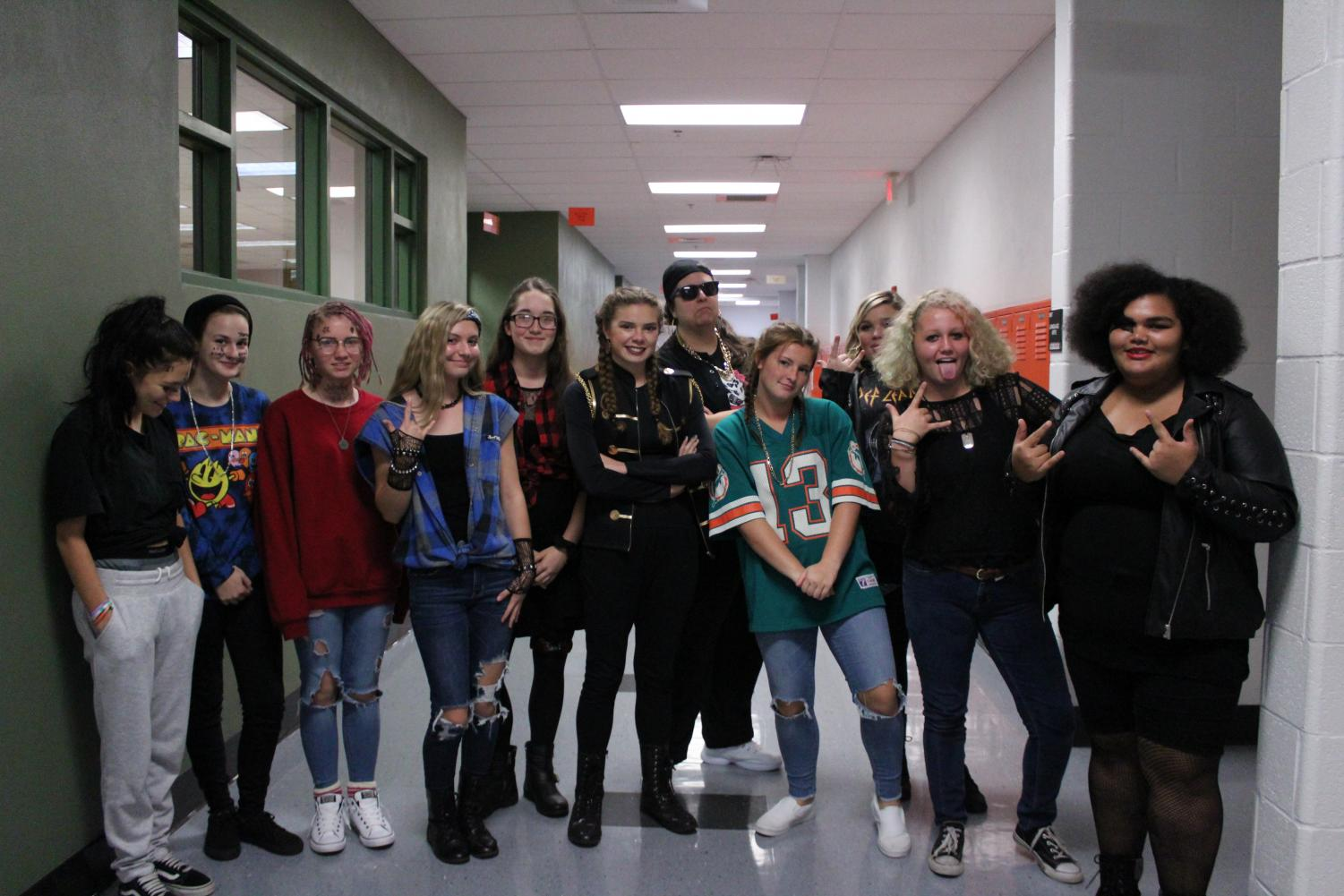 HHS+students+pose+together%2C+showing+their+tiger+pride.+