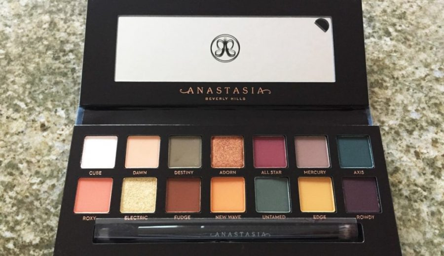 This pallet's earthy tones are perfect for any skin tone.