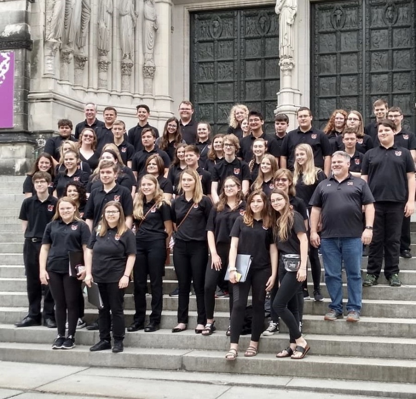 Band+and+Choir+students+pose+in+NYC