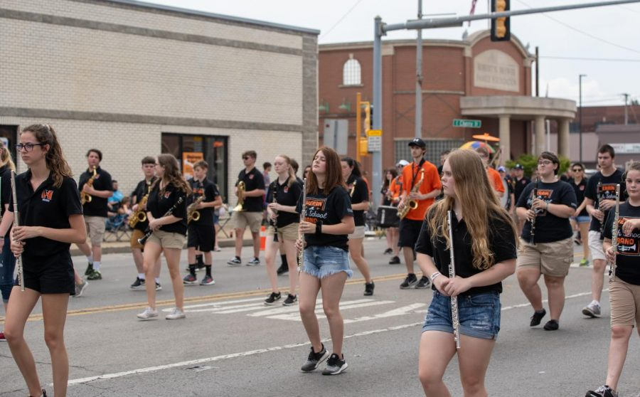 The+band+marching+during+the+Herrin+Fest+parade.