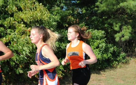 Madison Varner (10) sticking with the pack at the West Frankfort Invite on September 12th.